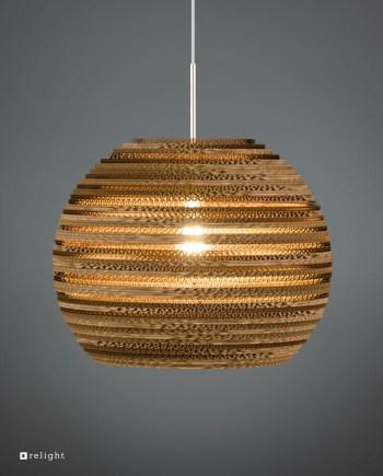 Bijzondere hanglampen boven de keukentafel